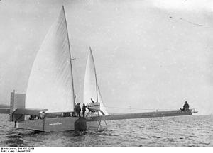 300px-Bundesarchiv_Bild_102-12156,_Wasserflugzeug_mit_SegelnRoII