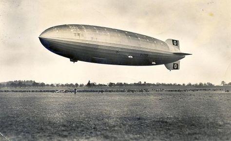 800px-Zeppelin_Postkarte_1936_a